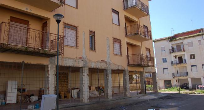 Blitz alle case popolari di via Fani a Ribera, sorpresi ...
