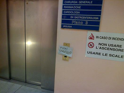 Plafoniera Per Sala Operatoria : Ospedale ascensori guasti pazienti trasportati di peso per le